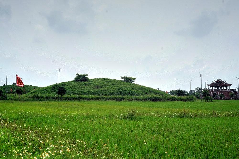Chùm ảnh: Lăng mộ to như trái núi của 3 vị vua nhà Trần
