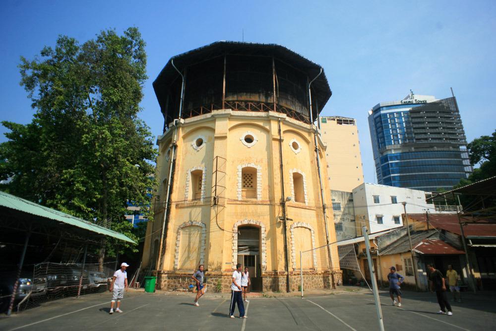 Chùm ảnh: Tòa tháp cổ độc đáo bị lãng quên của Sài Gòn