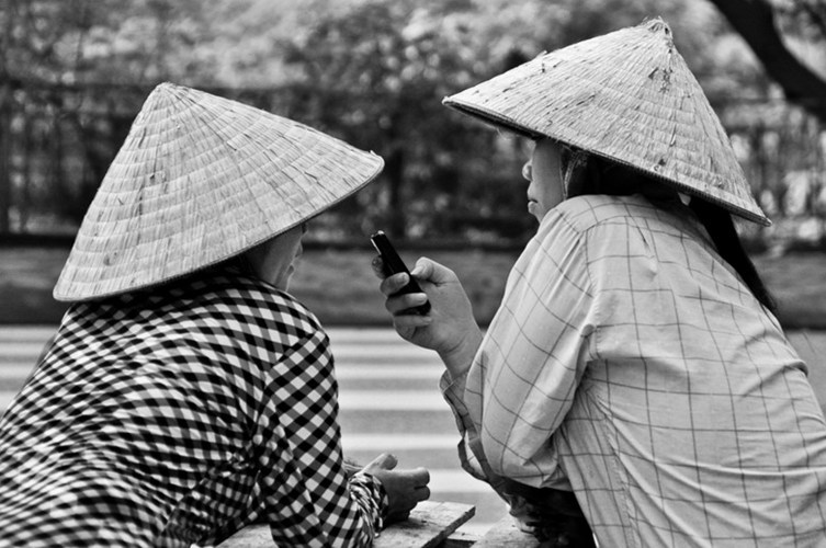 Vì sao người Việt ưa nói xấu sau lưng?