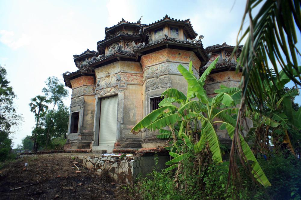 Chùm ảnh: Lăng mộ cổ phong cách Việt – Hoa – Pháp – Khmer độc nhất Việt Nam