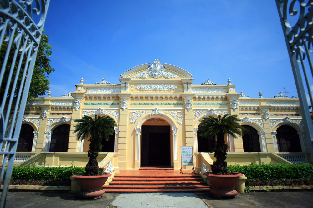 Chùm ảnh: Khám phá dinh thự cổ hoành tráng nhất Kiên Giang
