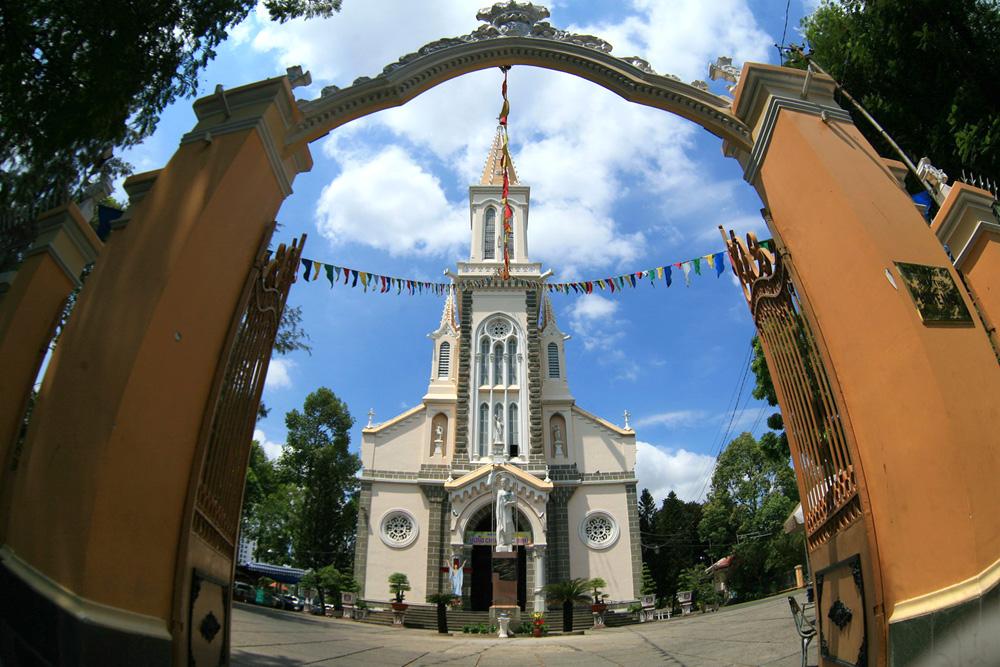Chùm ảnh: Kiệt tác nhà thờ của đại gia giàu nhất Sài Gòn xưa