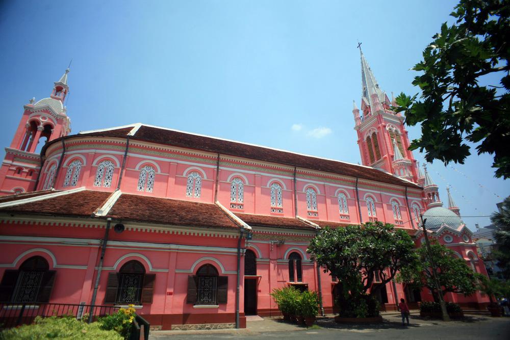 Chùm ảnh: Nhà thờ Tân Định – nhà thờ cổ cổ màu hường tuyệt đẹp của Sài Gòn