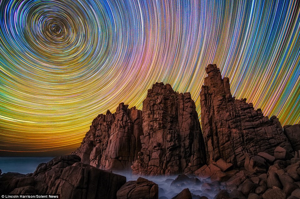 Nhiếp ảnh gia 40 tuổi người Australia Lincoln Harris có sở thích đi săn sao trời tại chính quê hương ông và Mỹ.