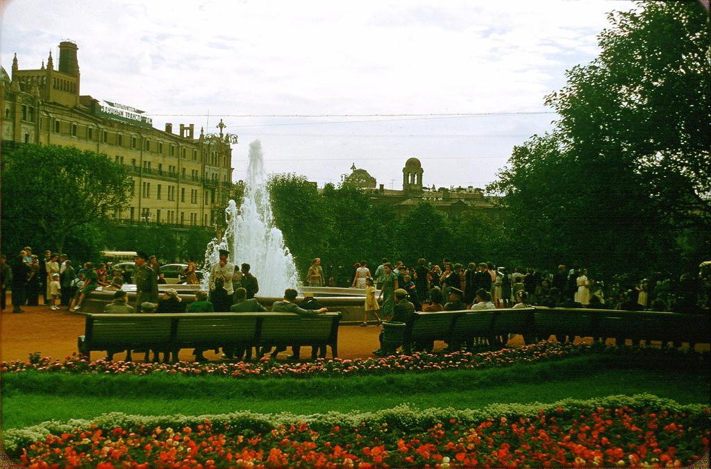 Сад возле Большого театра