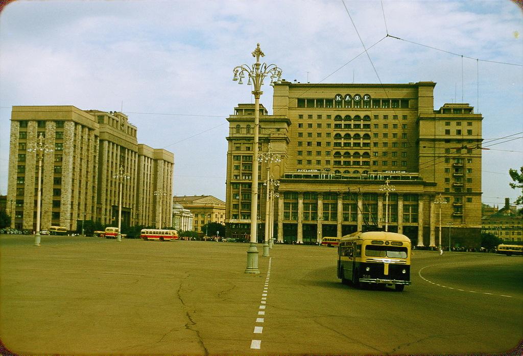Гостиница «Москва» на Площади Революции