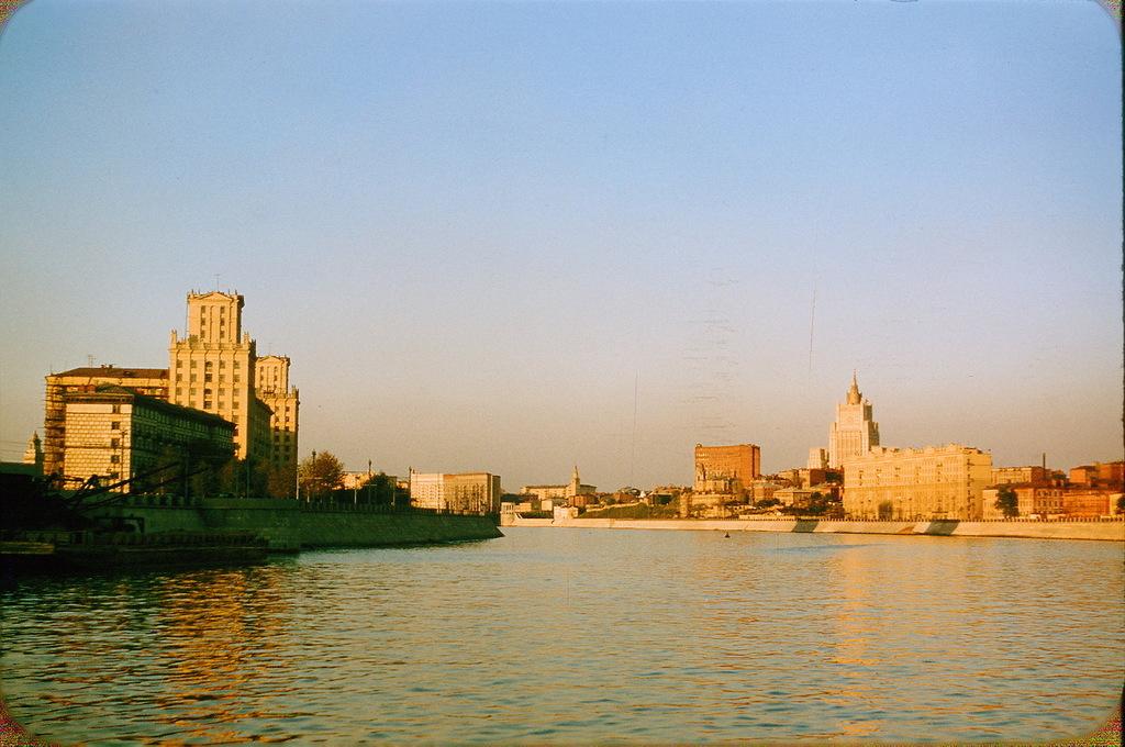 Москва-река у Киевского вокзала