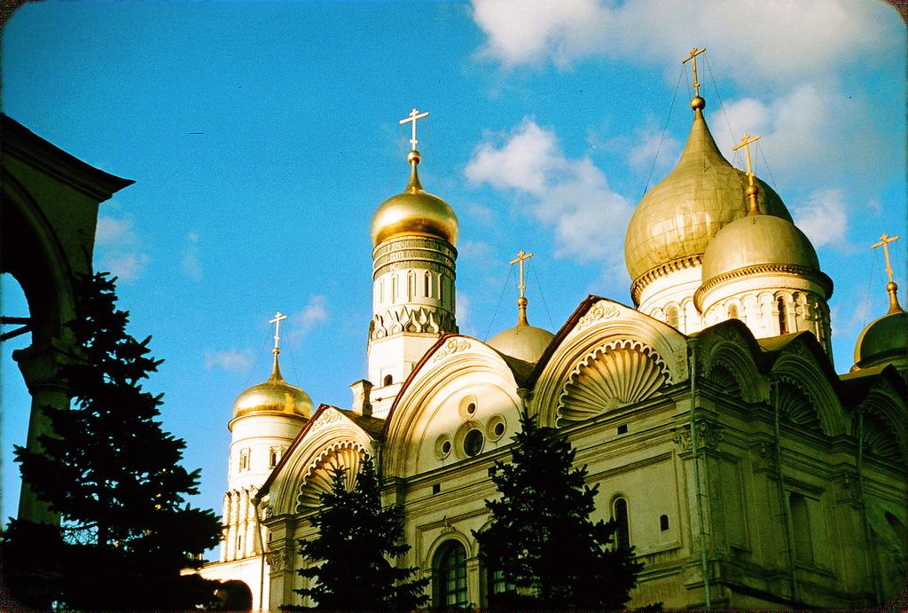 Архангельский собор (на фоне Колокольни Ивана Великого)