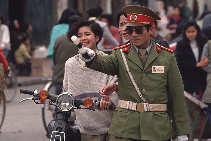 Ảnh không đụng hàng về Hà Nội năm 1992 của Peter Charlesworth