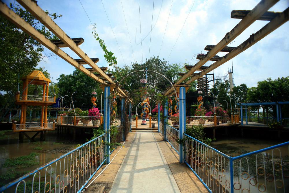Chùm ảnh: Khám phá thánh địa của đạo Dừa ở Bến Tre