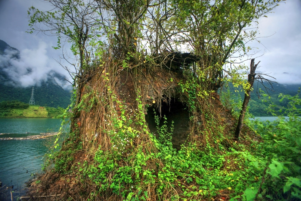 Chùm ảnh: Cảnh tượng ám ảnh ở dinh thự của bạo chúa Đèo Văn Long