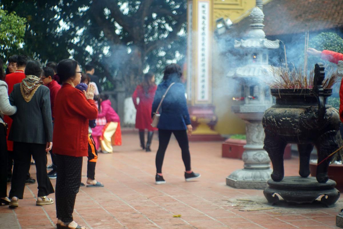 Phát hoảng với kiểu đi chùa của người Việt thời nay