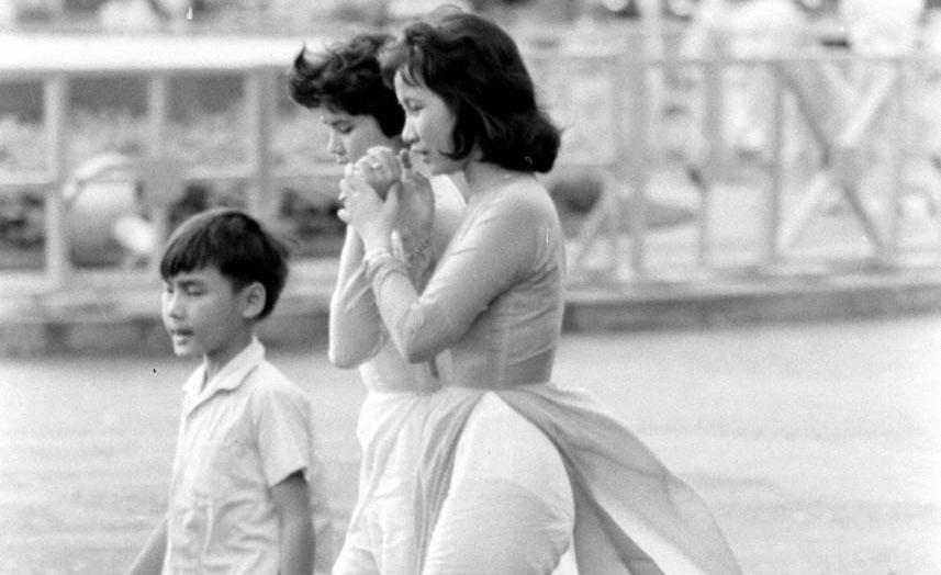 Hình ảnh thiếu nữ áo dài Sài Gòn trên tạp chí LIFE 1961
