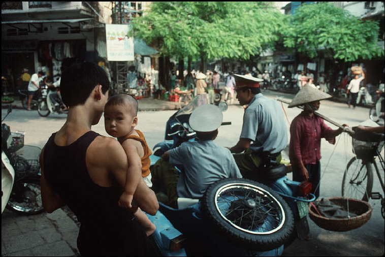Hà Nội năm 1994-1995 trong ảnh của Bruno Barbey