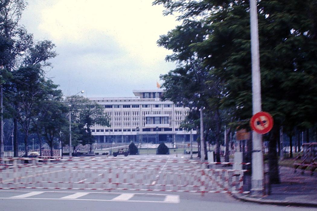 Sóng ngầm trong hậu trường chính trị Sài Gòn tháng 4/1975