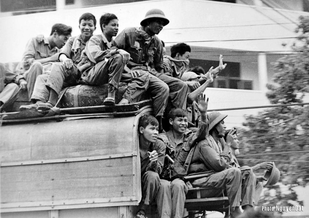Chùm ảnh: Sài Gòn ngày 30/4/1975 qua ống kính chàng thanh niên 19 tuổi