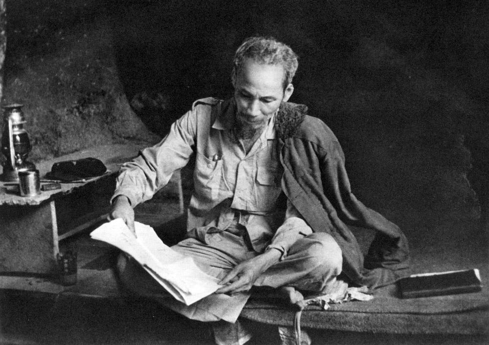 50 bức ảnh lịch sử về Chủ tịch Hồ Chí Minh