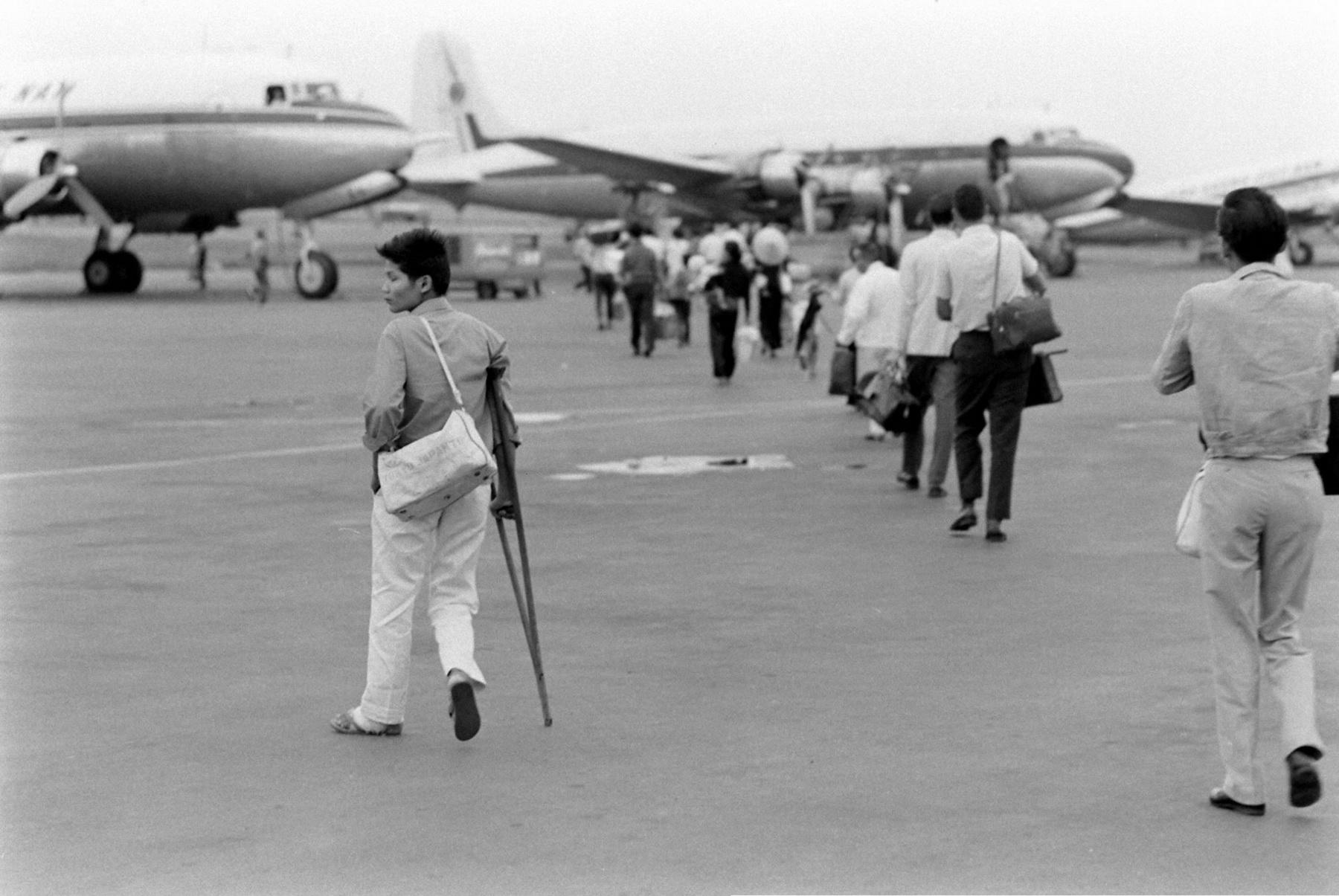Chùm ảnh: Người Sài Gòn xưa đi máy bay như thế nào?