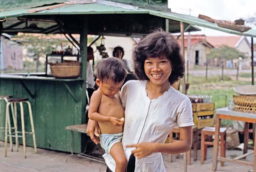 Sài Gòn năm 1963 trong ảnh của Pete Komada