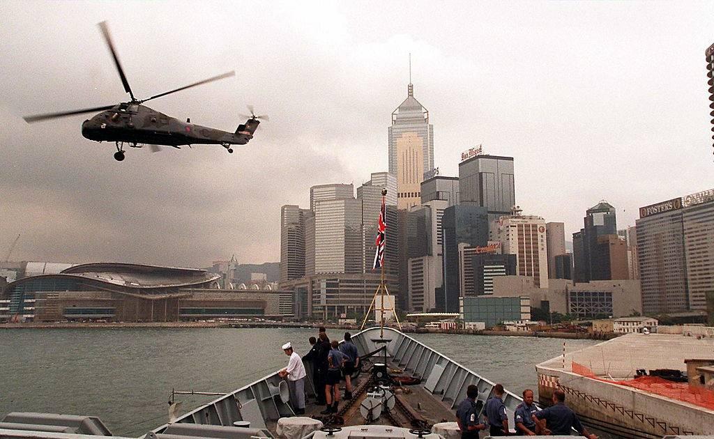 Khoanh khac Anh trao tra Hong Kong cho Trung Quoc 20 nam truoc hinh anh 2