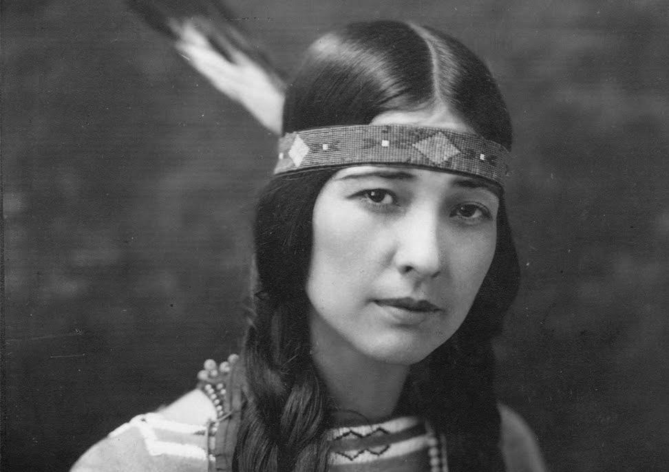 Chùm ảnh: Vẻ đẹp thô mộc của phụ nữ các bộ tộc bản địa Mỹ 1 thế kỷ trước