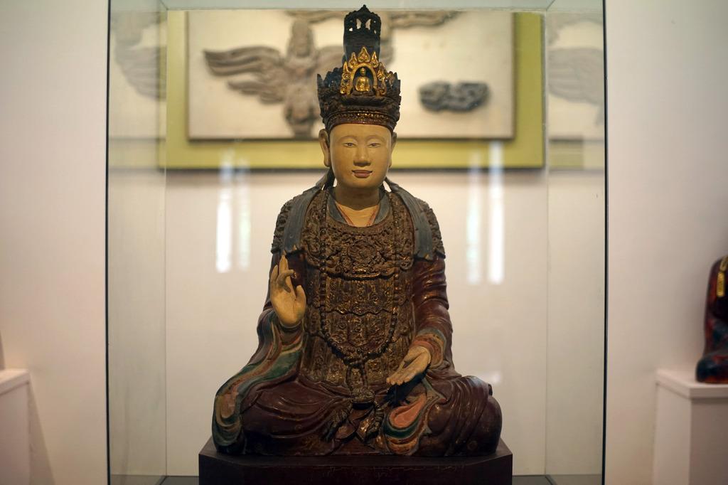 Về nghệ thuật tượng sơn thếp truyền thống của người Việt