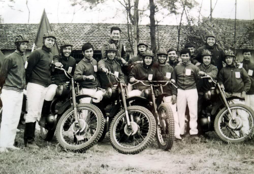 Chùm ảnh: Người Hà Nội biểu diễn mô tô 50 năm trước