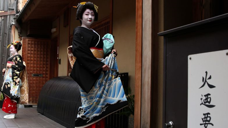 Cuoc song bi an cua cac thieu nu kho luyen thanh geisha hinh anh 9