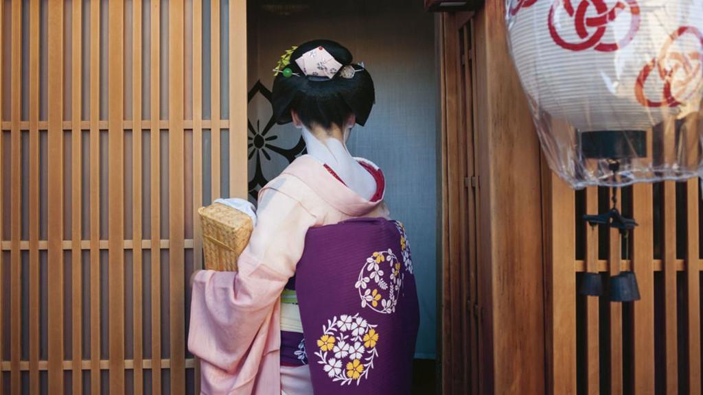 Cuoc song bi an cua cac thieu nu kho luyen thanh geisha hinh anh 10