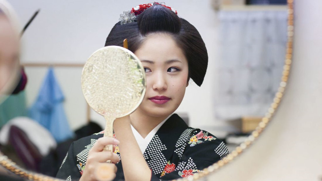 Cuoc song bi an cua cac thieu nu kho luyen thanh geisha hinh anh 3