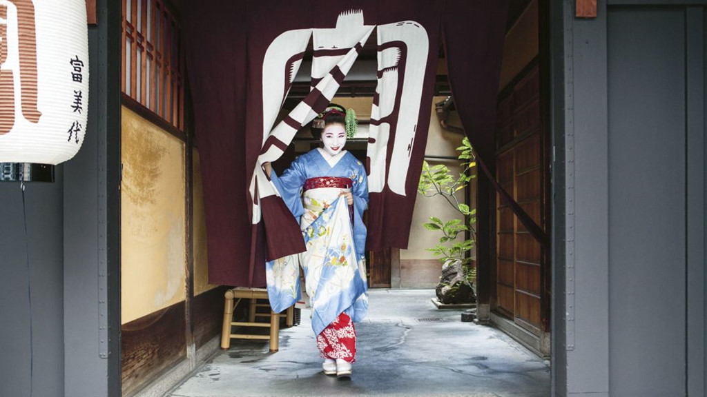 Cuoc song bi an cua cac thieu nu kho luyen thanh geisha hinh anh 6