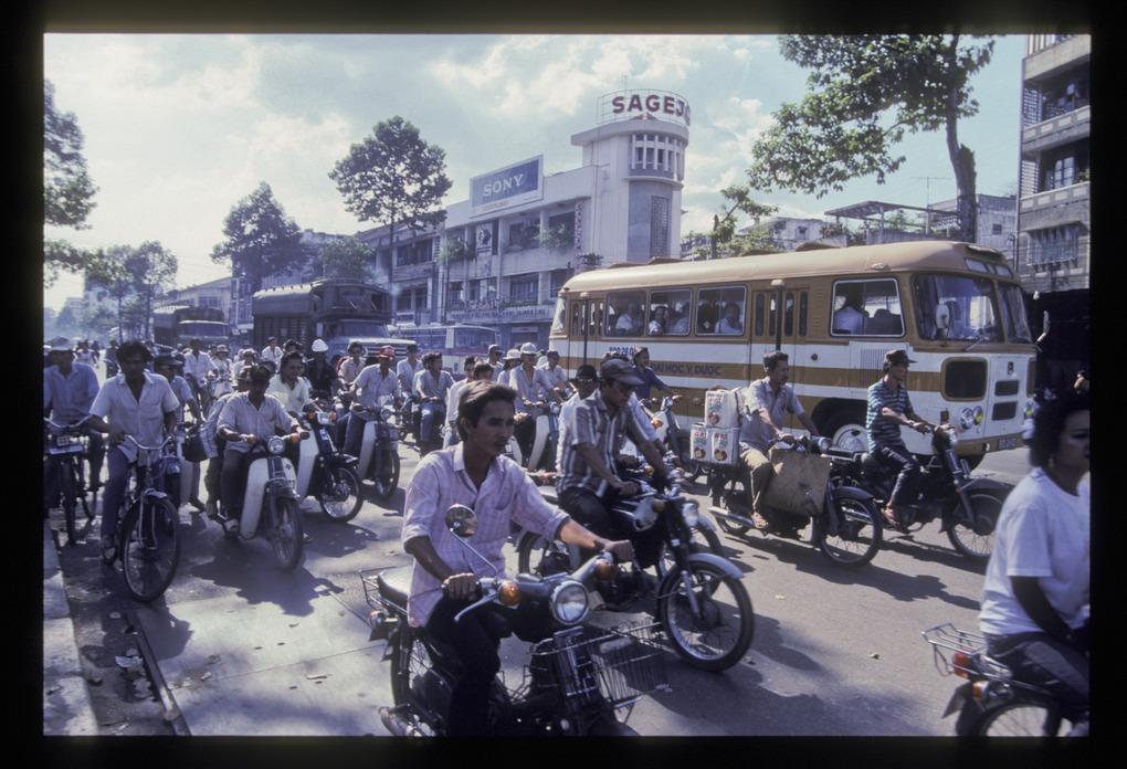 36 hình ảnh về Sài Gòn năm 1990 của Jean-Michel Gallet