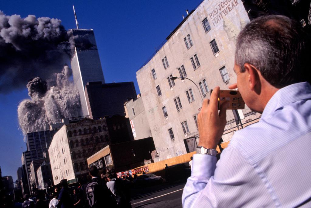 Redsvn September 11 attack Magnum 02 - Chùm ảnh: Vụ khủng bố 11/9 ở New York qua ống kính Magnum