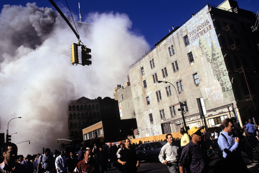 Redsvn September 11 attack Magnum 03 - Chùm ảnh: Vụ khủng bố 11/9 ở New York qua ống kính Magnum