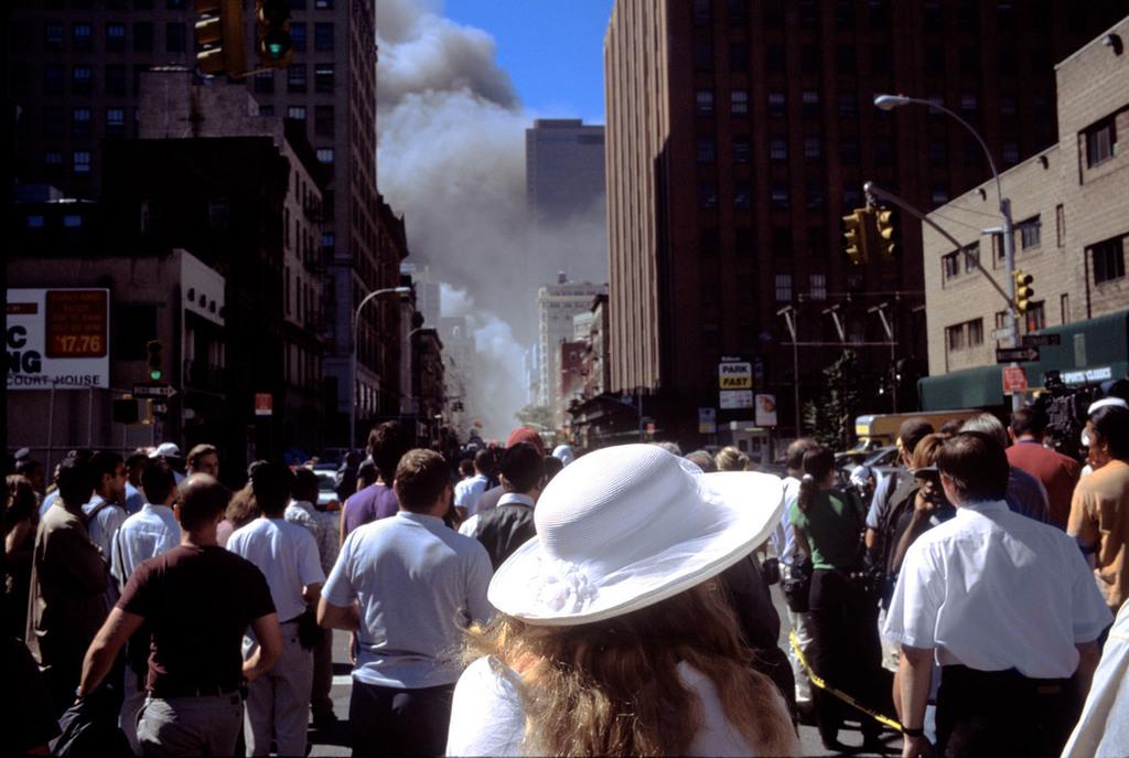 Redsvn September 11 attack Magnum 05 - Chùm ảnh: Vụ khủng bố 11/9 ở New York qua ống kính Magnum