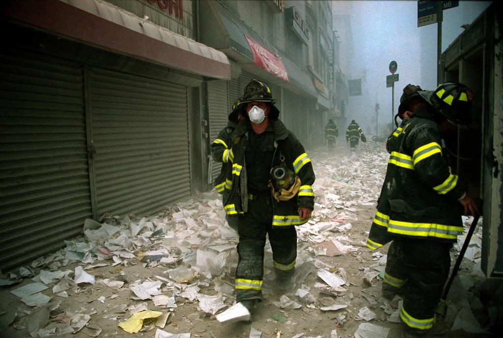 Redsvn September 11 attack Magnum 08 - Chùm ảnh: Vụ khủng bố 11/9 ở New York qua ống kính Magnum