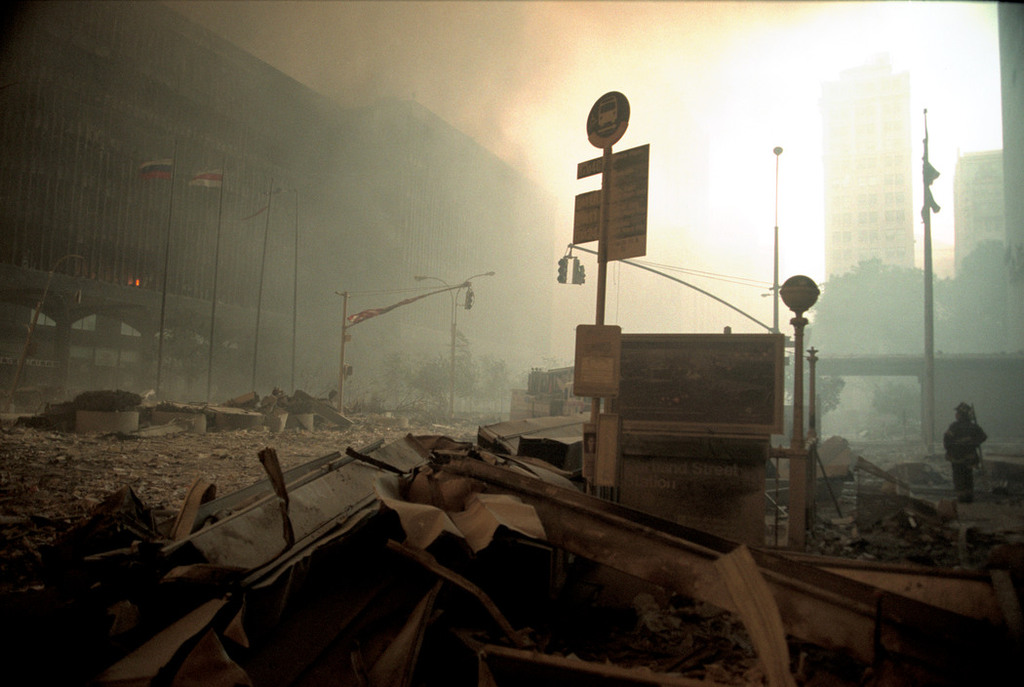 Redsvn September 11 attack Magnum 10 - Chùm ảnh: Vụ khủng bố 11/9 ở New York qua ống kính Magnum