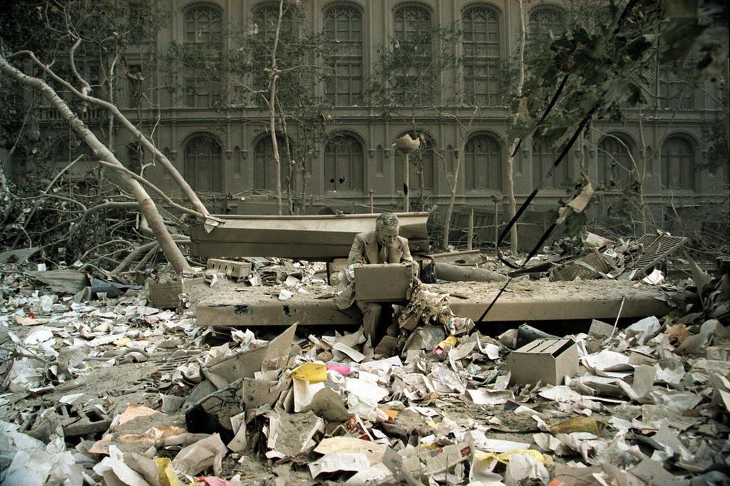 Redsvn September 11 attack Magnum 12 - Chùm ảnh: Vụ khủng bố 11/9 ở New York qua ống kính Magnum