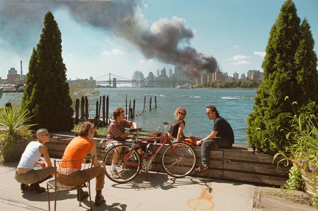 Redsvn September 11 attack Magnum 16 - Chùm ảnh: Vụ khủng bố 11/9 ở New York qua ống kính Magnum