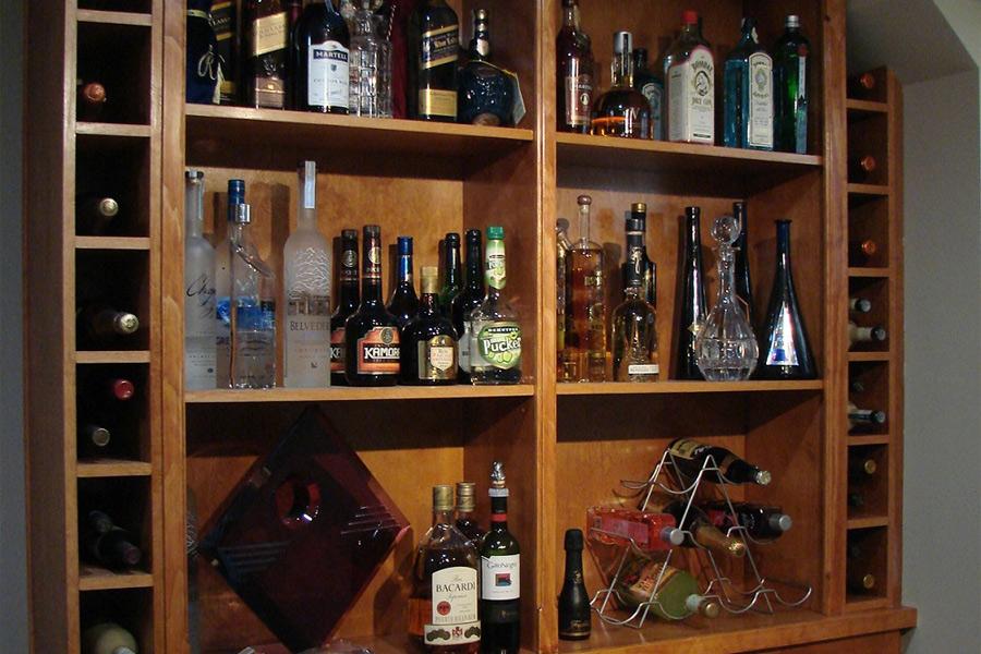 Dân còn coi trọng tủ rượu hơn tủ sách, đất nước không khá nổi