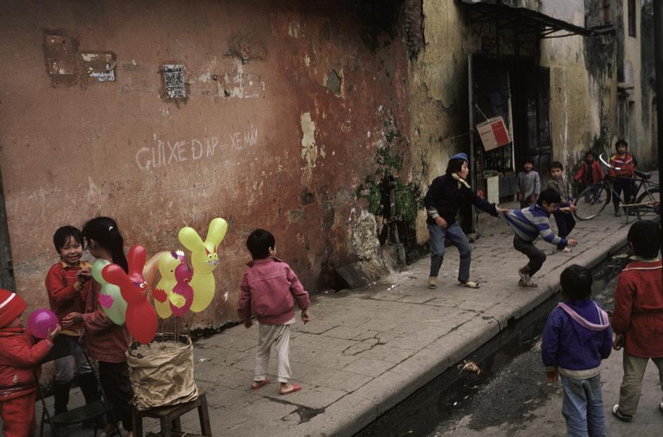 Việt Nam mùa xuân 1989 qua 43 bức ảnh của David Alan Harvey