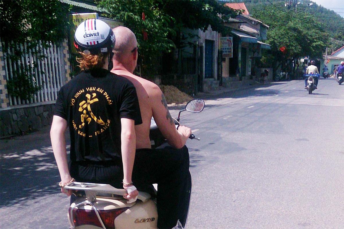 Một số kiểu tự ti người Việt cần rũ bỏ trước 'Tây'