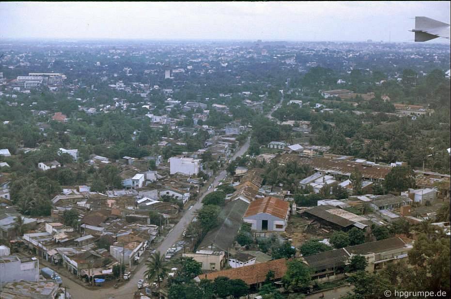 Suburban Saigon, gần sân bay