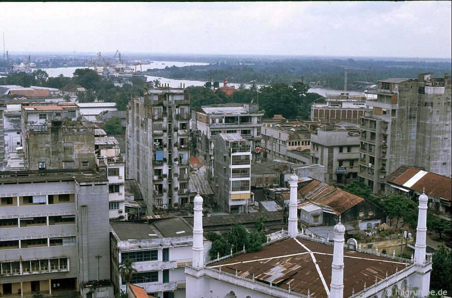 Saigon: Xem qua những mái nhà của sân thượng của khách sạn Caravelle