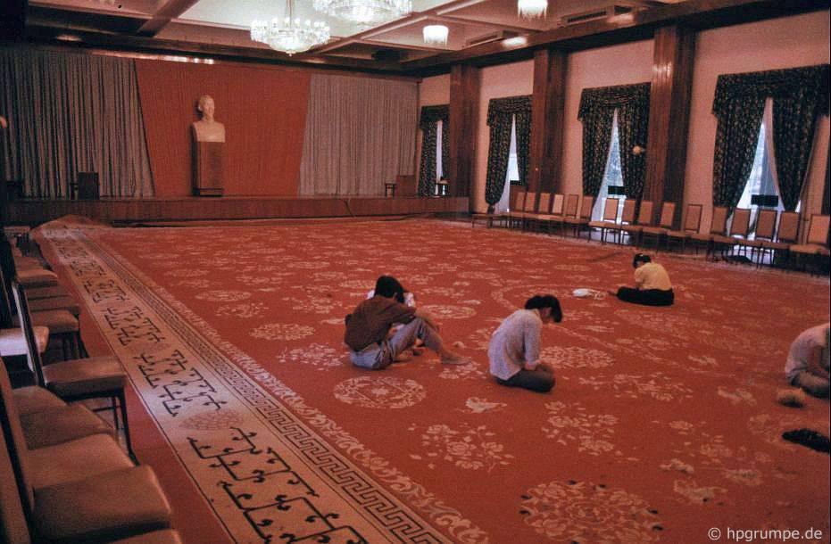Sài Gòn: Sửa chữa thảm tại Dinh Thống Nhất
