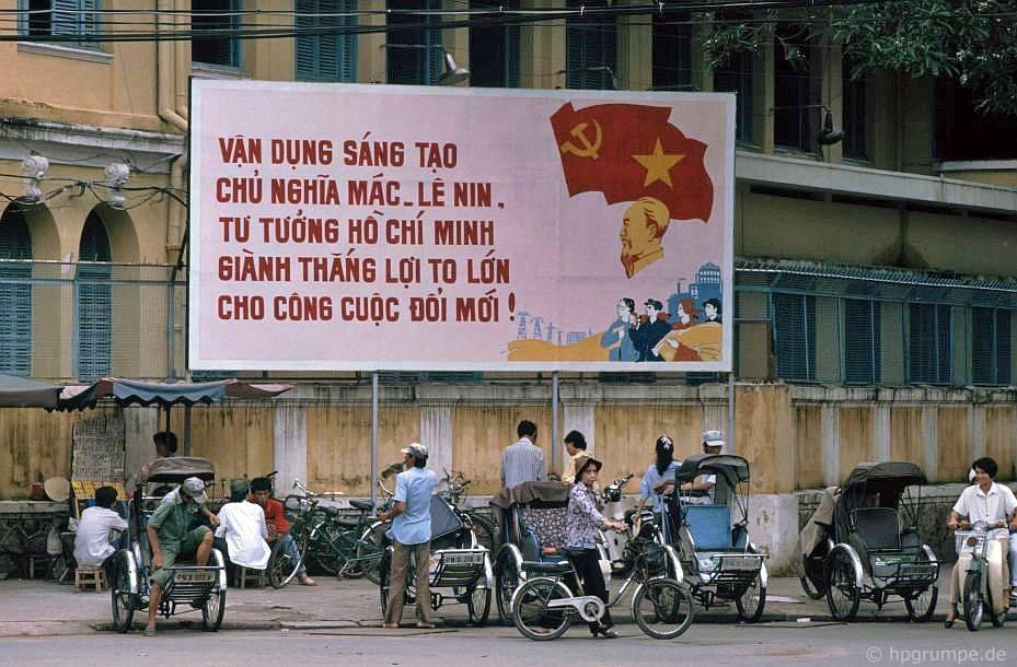 Saigon: Poster Đổi Mới