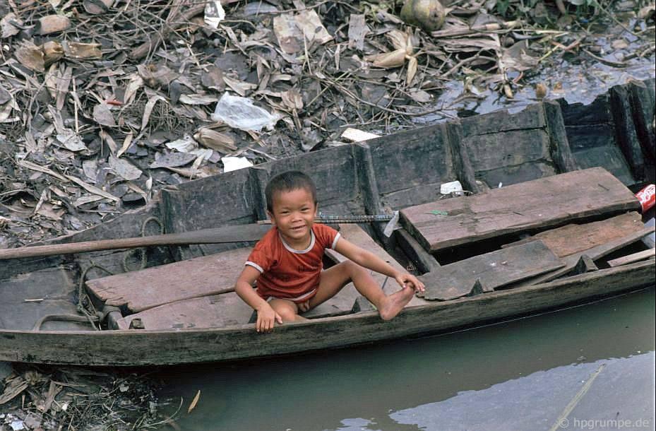 Sài Gòn: Con cái trên thuyền