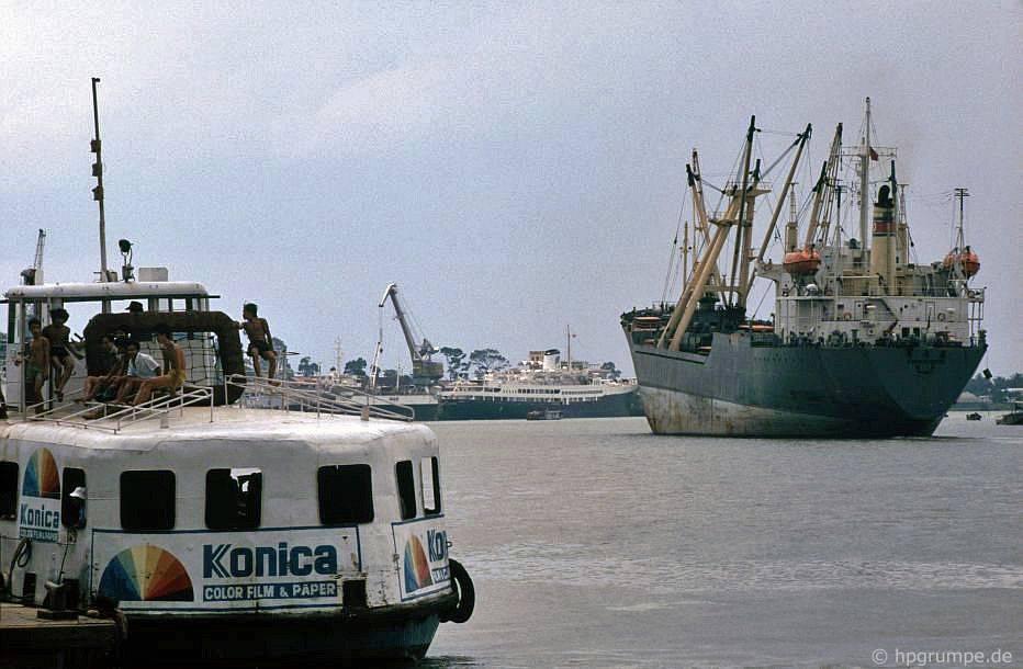 Sài Gòn: Tàu trên sông Sài Gòn