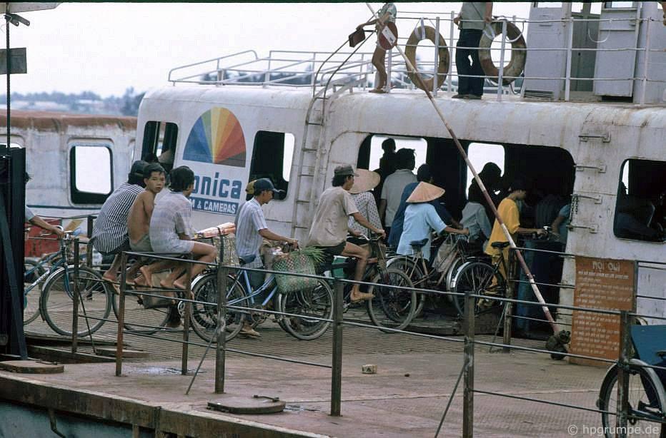 Sài Gòn: Phà trên sông Sài Gòn