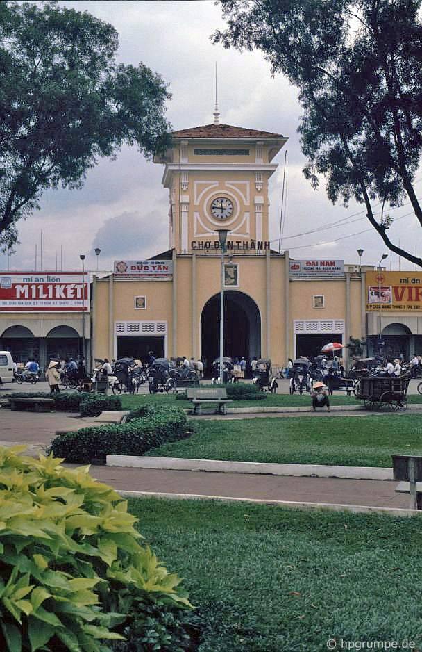 Sài Gòn: Chợ Bến Thành, lối vào